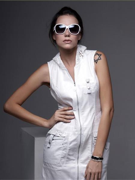 拉斐·妮尔女装产品图片