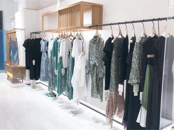 芙纯女装店铺展示
