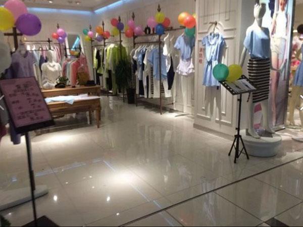 白筱雅女装店铺展示