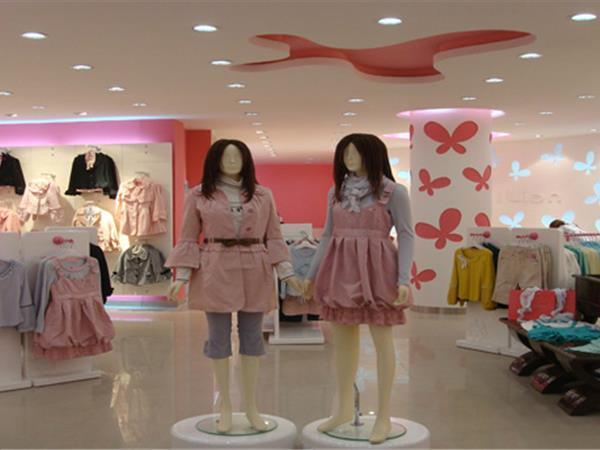 阿依莲女装店铺展示