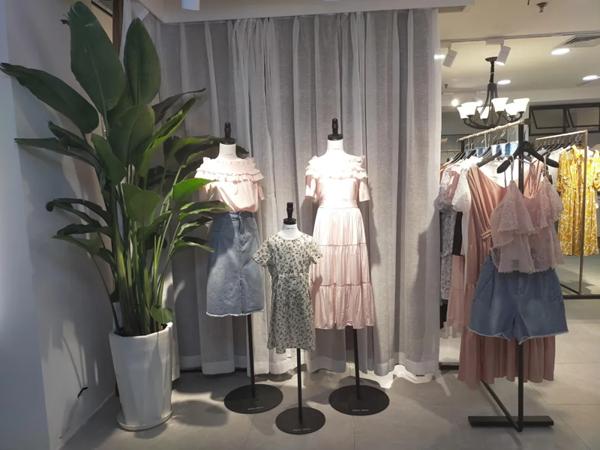 苏昔女装店铺展示