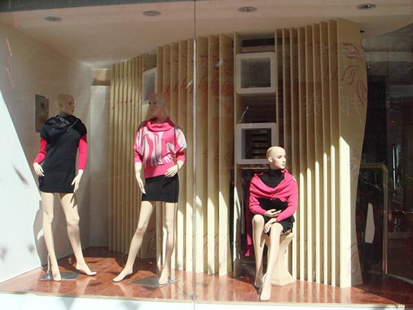 雅意娜菲女装店铺展示