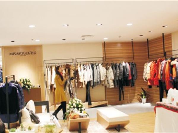 名莎女装店铺展示