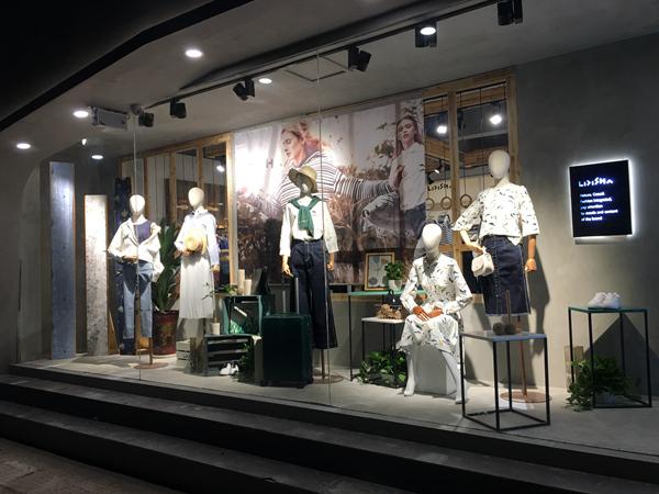 丽迪莎女装店铺展示