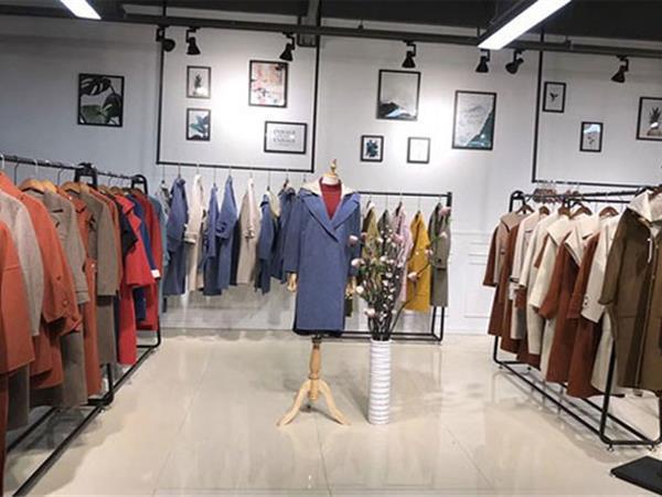 卡熙名品女装店铺展示