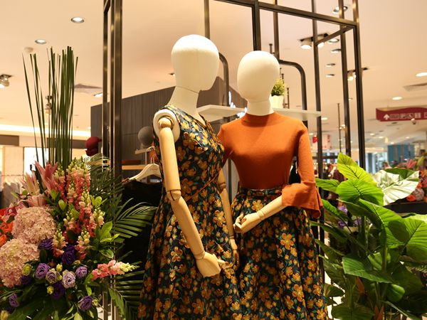 卡蔓女装店铺展示