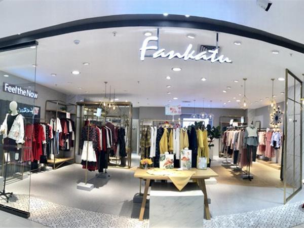 范卡图女装店铺展示