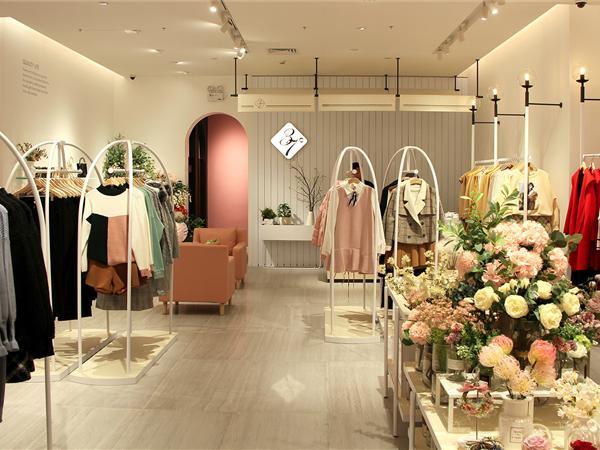 37°生活美学女装店铺展示