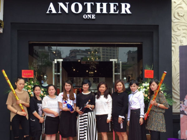 ANOTHERONE女装店铺展示