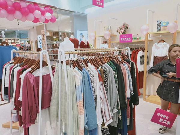 曈行女装店铺展示