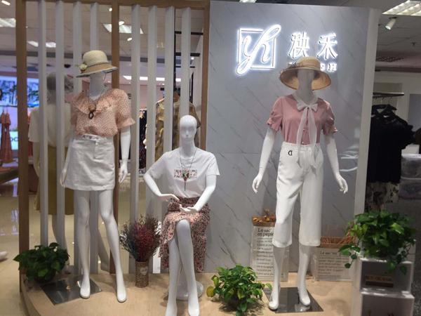 秧禾女装店铺展示