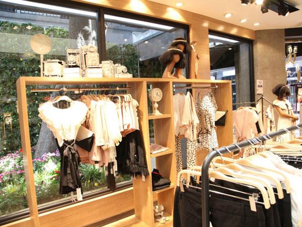 太平鸟女装店铺展示