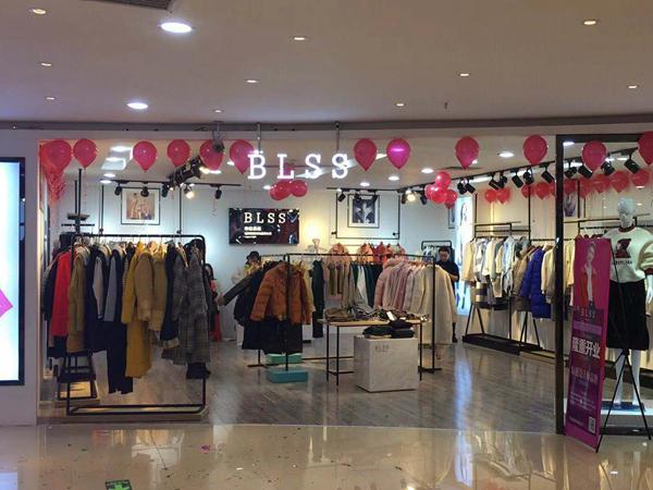 布伦圣丝女装店铺展示