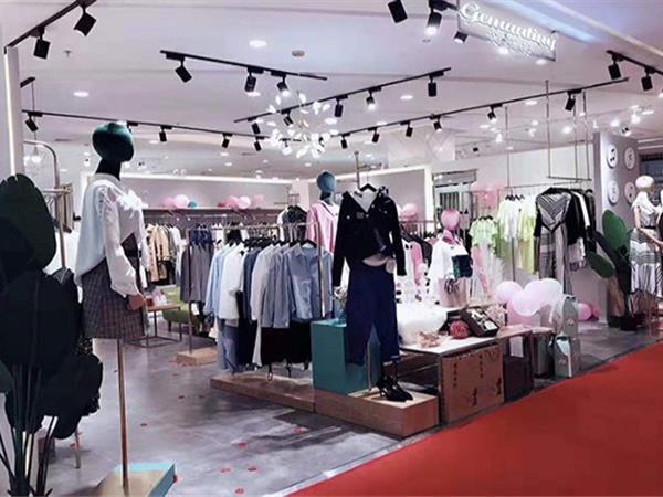 戈蔓婷女装店铺展示